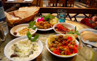 1280px-Traditional_lunch-dinner,_Damascus,_Syria